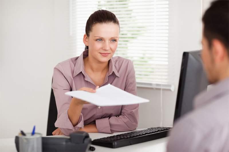 Как выдать работнику справку о доходах по форме 2-НДФЛ